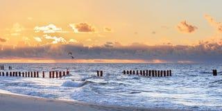 梦想的被弄脏的发光的日落海景 免版税库存照片
