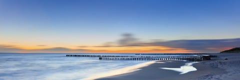梦想的被弄脏的发光的日落海景 免版税库存图片