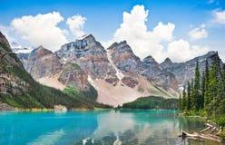 梦莲湖在班夫国家公园,亚伯大,加拿大 库存图片