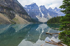 梦莲湖在班夫国家公园,亚伯大,加拿大 库存照片