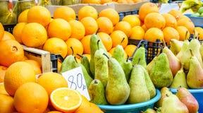 梨和桔子 免版税库存照片