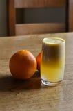 梨和橙汁 库存照片