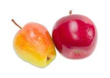 梨和苹果在轻的背景 库存图片