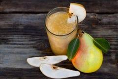 梨汁用新鲜水果 免版税库存图片