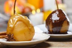 梨用焦糖调味汁。法国点心 免版税库存图片