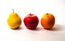 梨被隔绝的苹果计算机桔子 库存图片