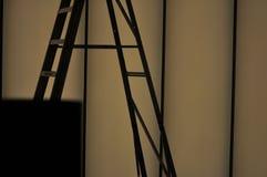 梯子剪影 免版税库存图片