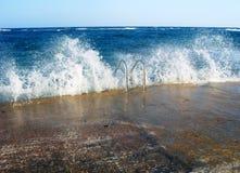 梯子在海洋。 免版税库存照片