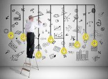 梯子的一个人画的创造性概念 库存照片