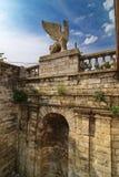 梯子的元素的新来的人一的雕象在登上Mithridates的 库存照片