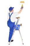 梯子的房屋油漆工 库存照片