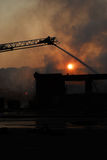 梯子的消防队员 免版税库存照片