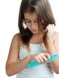 梳她的头发的西班牙女孩 库存图片