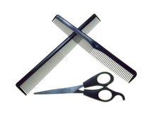 梳子克服的剪刀 免版税库存照片