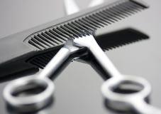 梳子剪刀 免版税库存图片