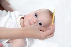 梳子和婴孩关心 免版税库存照片