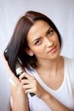 梳子头发她的妇女 免版税库存图片