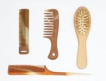 梳我的头发有许多不同的大小 对于男人和妇女有长的头发的 免版税图库摄影