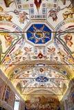 梵蒂冈博物馆的画廊内部梵蒂冈的, R 库存照片
