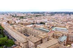 梵蒂冈和城市的鸟瞰图的著名圣皮特圣徒・彼得广场 库存照片