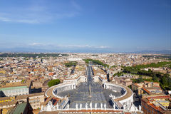 梵蒂冈和城市的鸟瞰图的,罗马圣伯多禄的广场, 免版税图库摄影