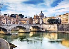 梵蒂冈圆顶台伯河Ponte桥梁罗马意大利 免版税库存照片