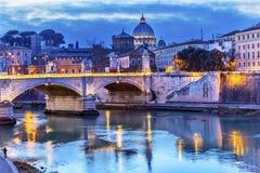 梵蒂冈圆顶台伯河Ponte桥梁罗马意大利 库存图片