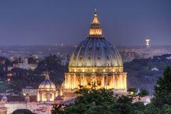 梵蒂冈在晚上 库存图片