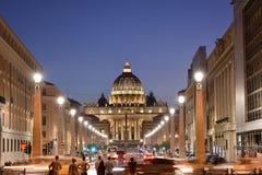 梵蒂冈在黄昏/晚上 库存照片