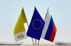 梵蒂冈欧盟和俄罗斯的旗子 图库摄影