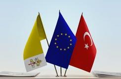梵蒂冈欧盟和土耳其的旗子 免版税库存图片