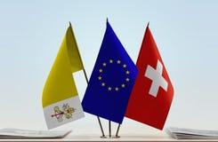 梵蒂冈欧盟和瑞士的旗子 免版税库存照片