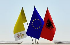 梵蒂冈欧盟和阿尔巴尼亚的旗子 免版税库存图片