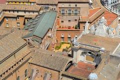 梵蒂冈的铺磁砖的屋顶的看法 免版税库存图片
