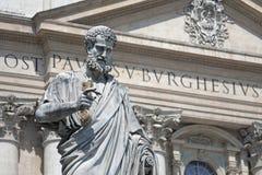 梵蒂冈罗马,意大利 圣伯多禄雕象有的钥匙的在手中 免版税库存照片