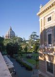 梵蒂冈,意大利- 2016年9月6日 在入口以后的庭院 免版税库存图片