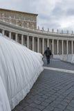 梵蒂冈,朝圣在雨中 图库摄影