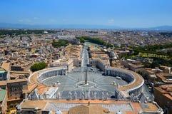 梵蒂冈-圣皮特圣徒・彼得从大教堂圆顶的` s正方形鸟瞰图  免版税库存照片