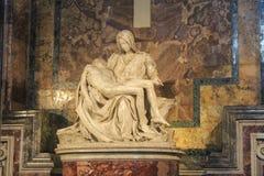 梵蒂冈- 9月25 :圣彼得大教堂内部  库存照片