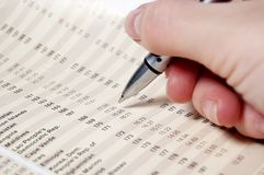 检查一个抽象报表的现有量 免版税库存图片