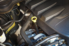 检查发动机和汽车修理 免版税库存照片