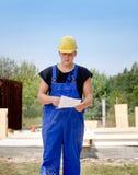 检查命令或合同的建造者 免版税库存照片