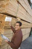 检查在堆的监督员标签木头 库存图片