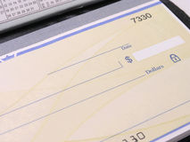 检查开放的支票簿 库存照片