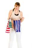 检查怀孕的购物微笑的妇女的袋子 免版税图库摄影
