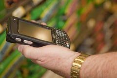 检查无线设备的消息 免版税库存照片