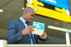 检查时间的旅行家 免版税库存照片