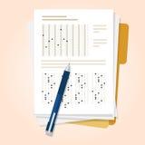 检查测验与铅笔多种选择的考试卷子 皇族释放例证