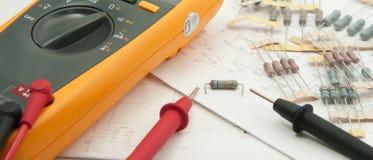 检查电阻器值 免版税库存图片