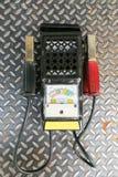 检查的电池功率力量自动汽车多用电表 免版税图库摄影